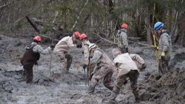 Les secours cherchent toujours des survivants