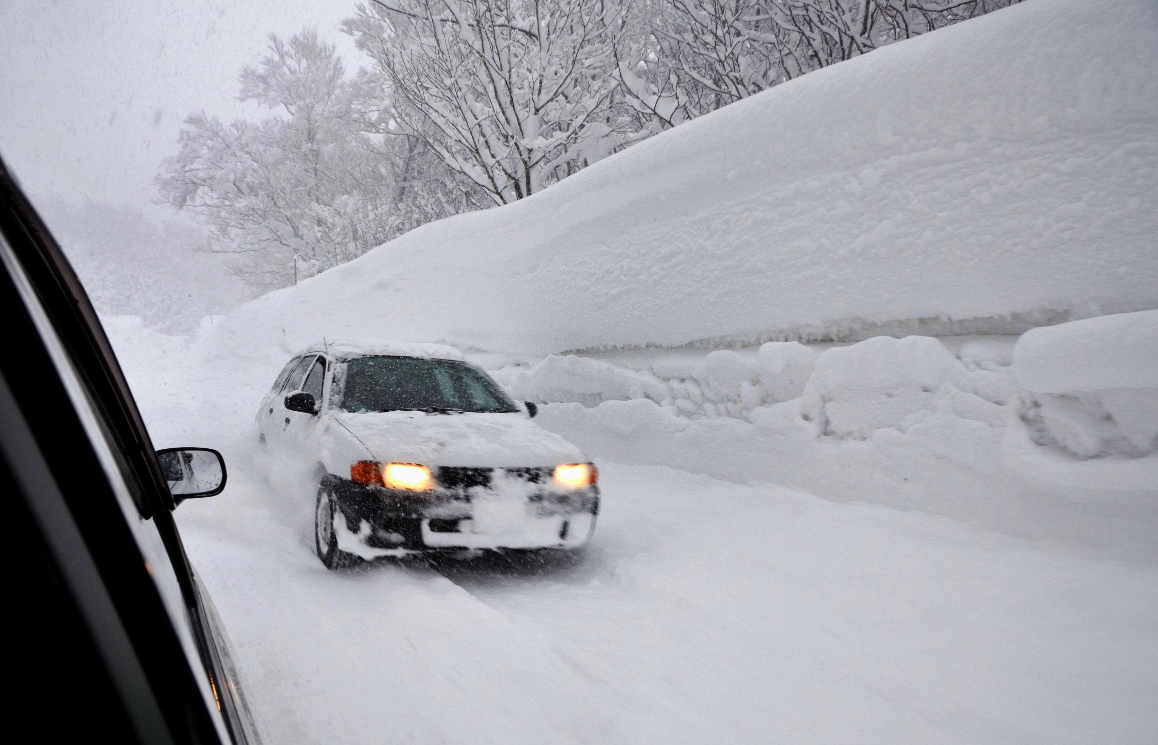 4 mètres de neige demain en Belgique et en France à cause d'un tsunami neigeux venu du Groenland