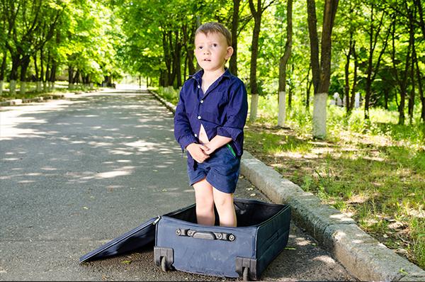qui a abandonn cet enfant handicap dans une valise sur une route wallonne. Black Bedroom Furniture Sets. Home Design Ideas