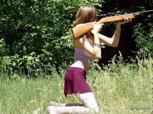 girl-holding-gun_thumb[2]