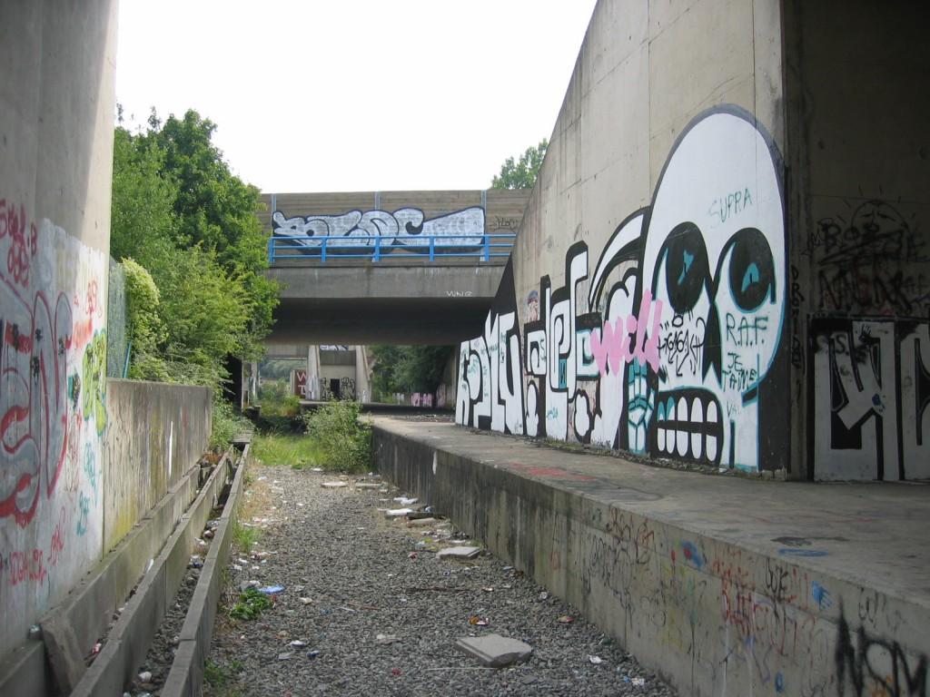 Métro_Léger_Charleroi_-_Unfinished_Sart-Culpart_Station_in_2005