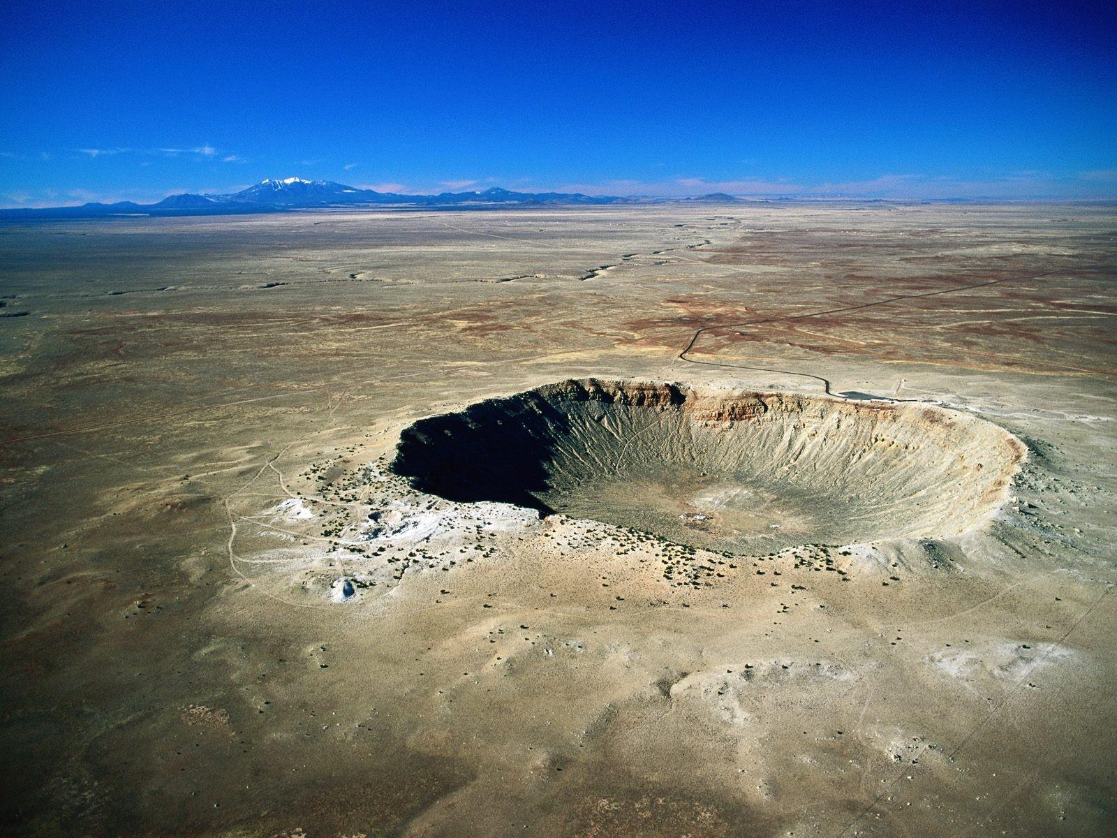 arizona-meteor-crater-desert