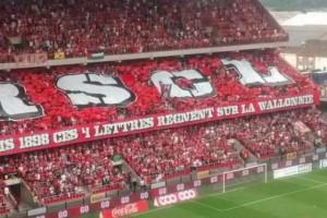 Les supporters du Standard, rappelant que le RSCL règne sur la WallonNie