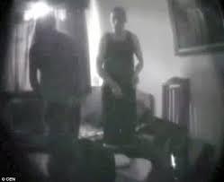 Salah Abdeslam avec une femme dans sa cellule