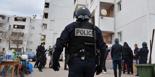 1756860_3_f3a2_photo-prise-le-12-janvier-2012-de-policiers_1a352fc71cb56c69eb0ec7b1c33824a7