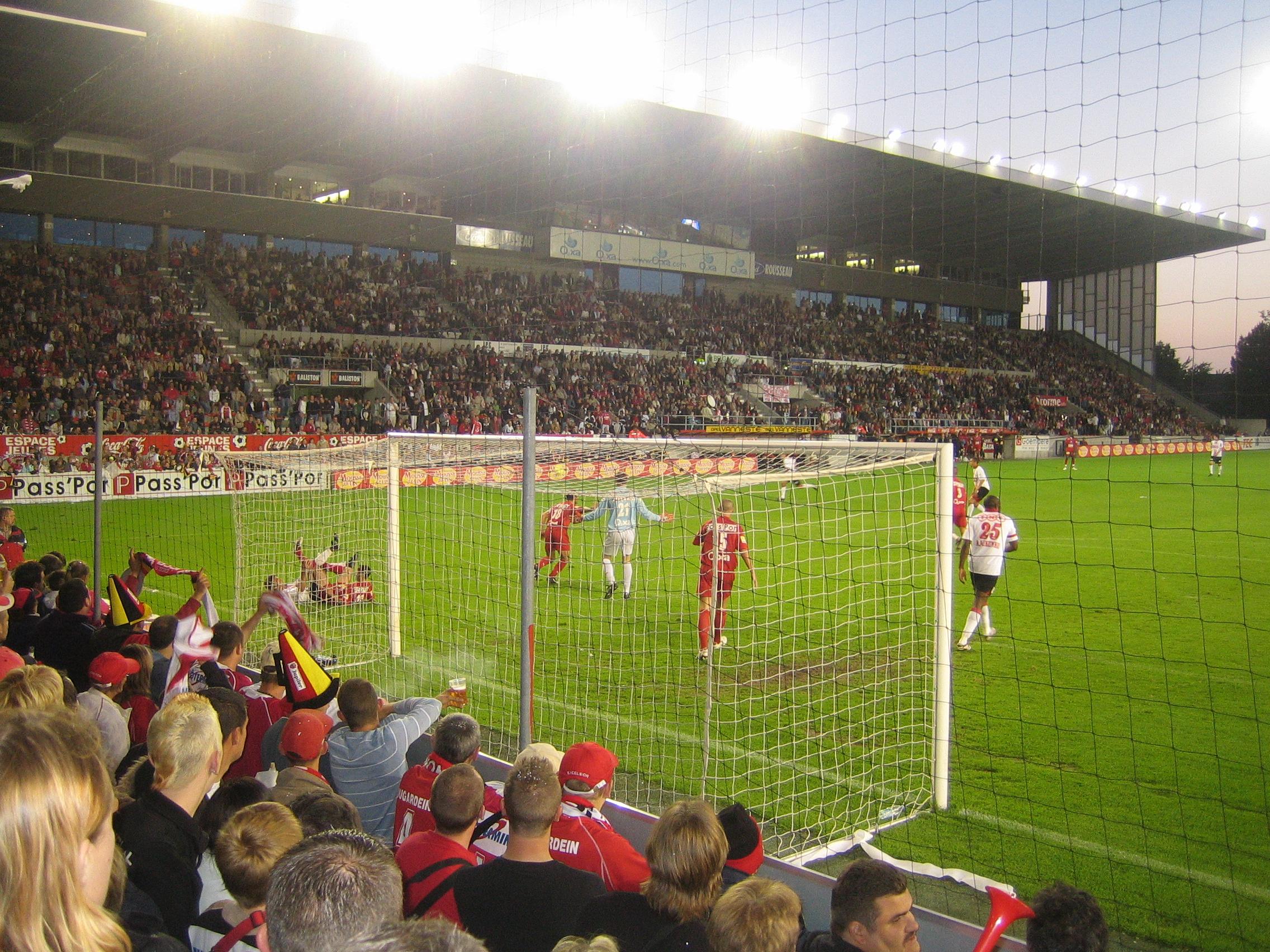Match_de_football_(Royal_Excelsior_Mouscron_v._Standard_de_Liège,_19-05-2007)
