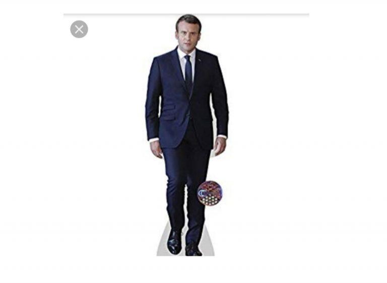 «Ecole de la confiance» : les écoles devront mettre dans chaque classe une réplique en carton grandeur nature d'Emmanuel Macron
