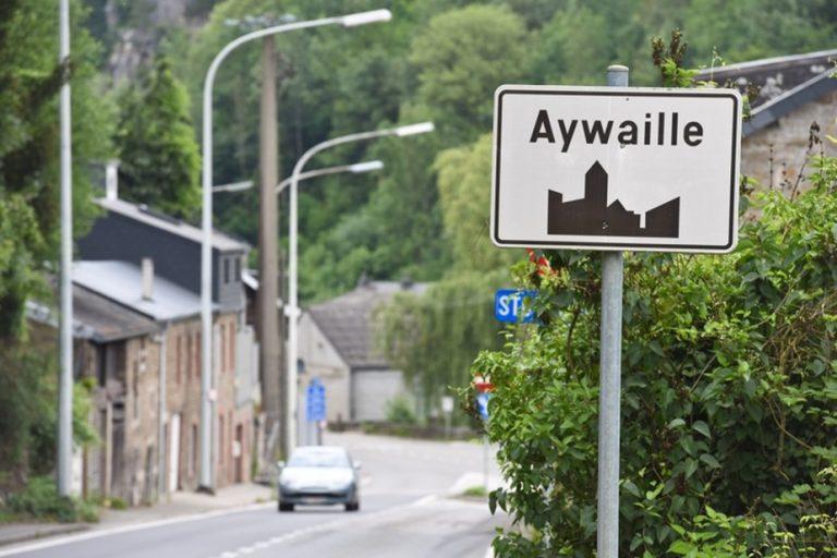 Il pense passer des vacances à Hawaï mais se retrouve à Aywaille, en province de Liège