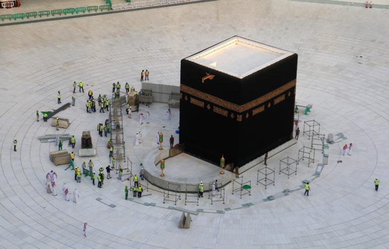 Coronavirus : Installation d'un tapis roulant pendant la fermeture de la Kaaba à la Mecque