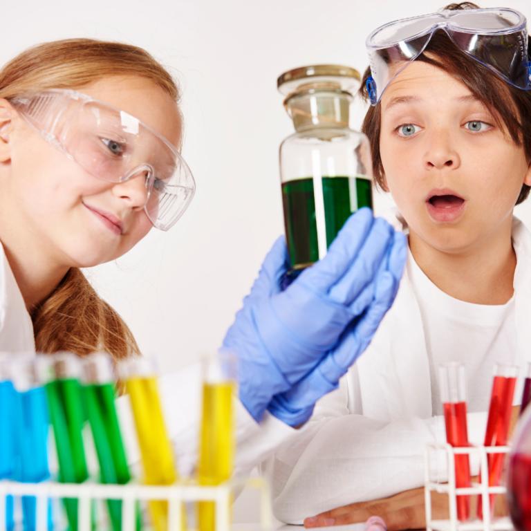 La dernière étude de la 4ème D du collège Schweitzer est formelle: en mélangeant du bleu et du jaune on a du vert