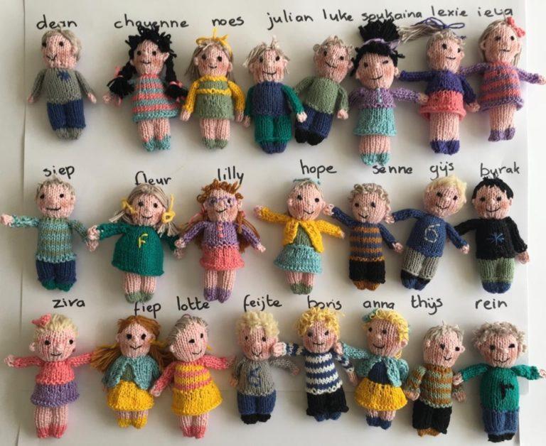 Une institutrice crée des poupées vaudou pour continuer à faire souffrir ses élèves à distance