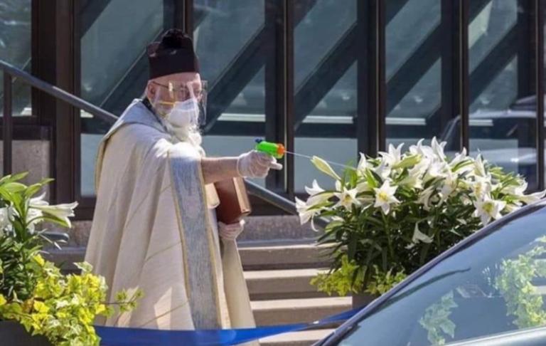 Un agent secret du Vatican aperçu en train d'éliminer un apostat en pleine rue