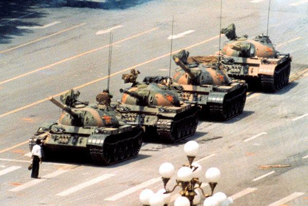 09-38-16-tank-man