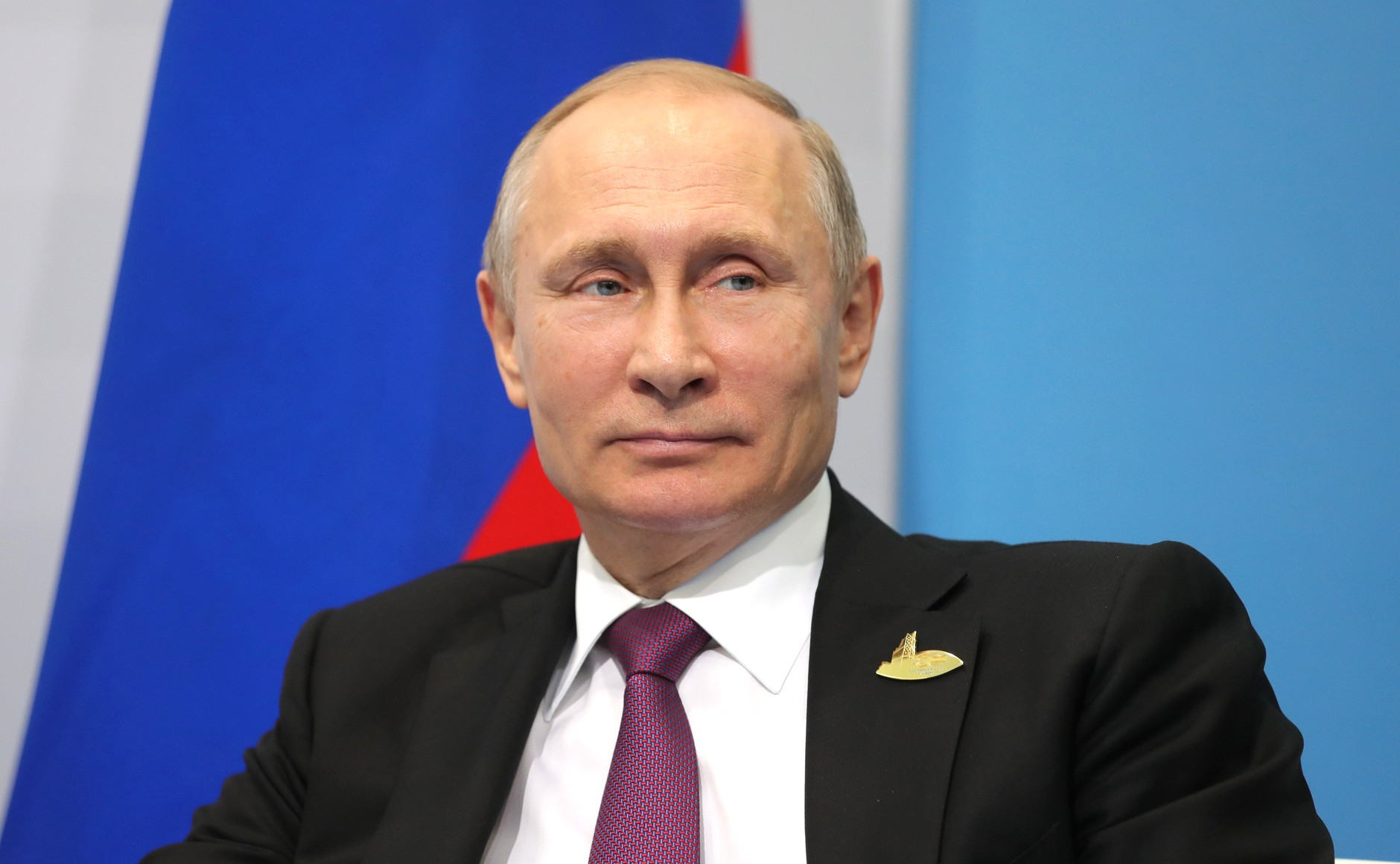 Vladimir_Putin_and_Emmanuel_Macron_(2017-07-08)_03